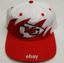 Lot 2 Vintage Kansas City Chiefs Sports Spécialités Script Logo 7 Chapeau Sharktooth